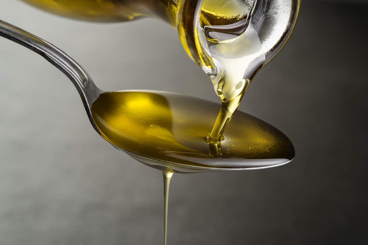 Beve olio d'oliva tutti i giorni: ecco cosa è successo al suo corpo -  Puglia24News.it