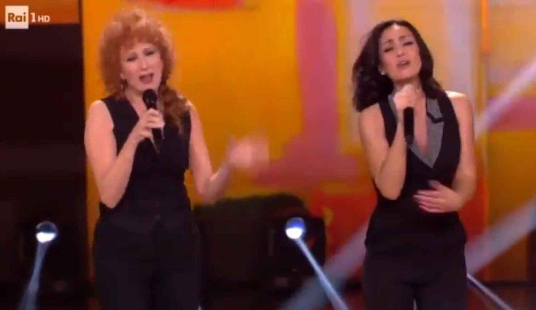 Fiorella Mannoia ed Ambra Angiolini, duetto iconico sulla Rai - La musica che gira intorno VIDEO